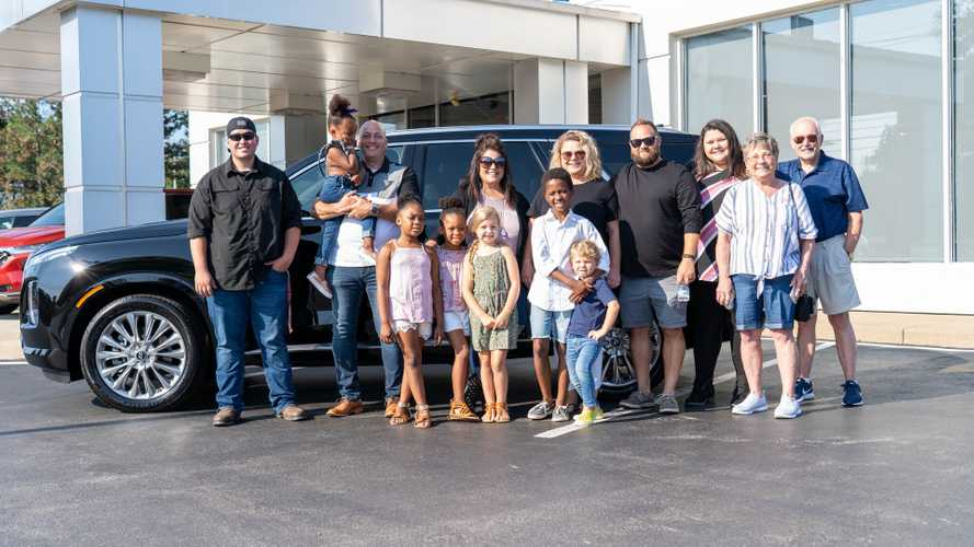 12-Member Family Gets Free New Palisade From Hyundai Dealer