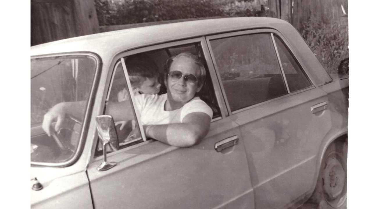 Редактор Дмитрий Елизаров, отцовская «копейка» и спортивная «Ока»