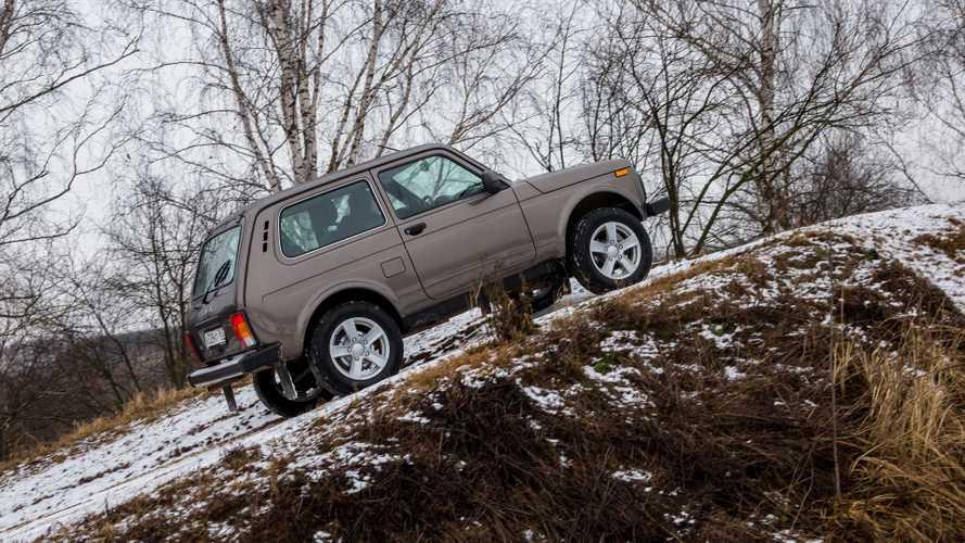 В РФ вновь выросли продажи автомобилей, Lada 4x4 и Duster – в топ-10