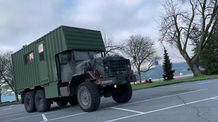 Este camión militar M923A2 6x6 ahora es una autocaravana brutal