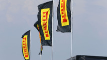 wsbk-donington-park-2018-pirelli-flags