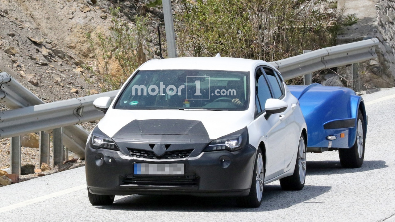 Opel Astra facelift new spy photo