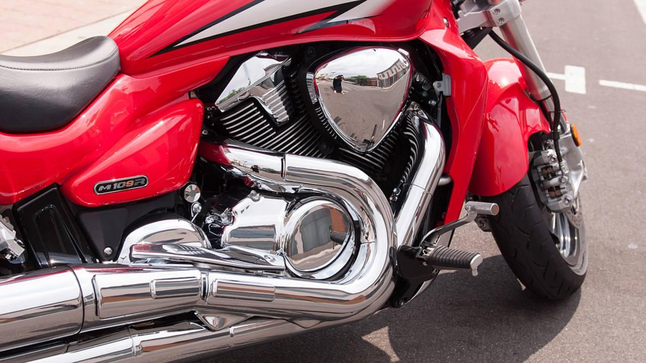 RideApart Review: Suzuki Boulevard M109R