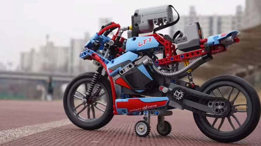 This Is The RC LEGO Motorcycle We Want Right Now