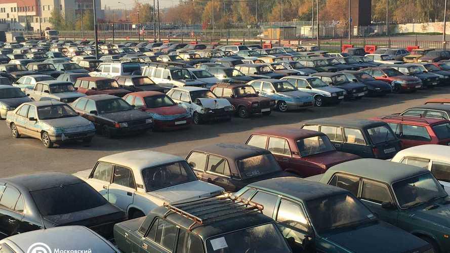 На штрафстоянках Москвы скопилось более 350 машин