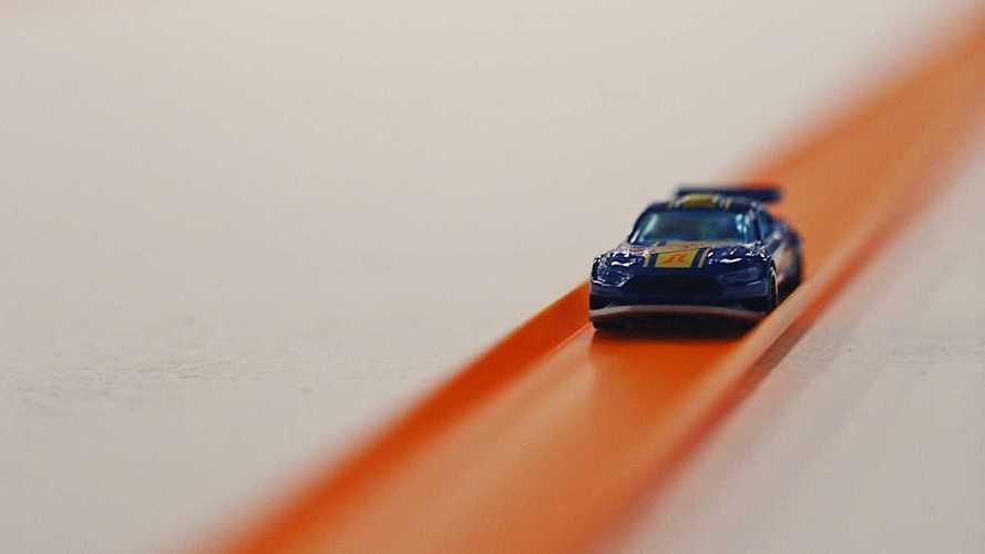Гонщик NASCAR установил рекорд по игрушечным машинкам