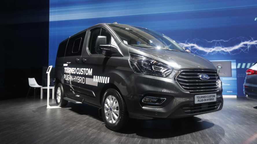 Ford, l'offensiva elettrica parte anche dai furgoni ibridi