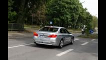 Assistente di svolta a sinistra BMW