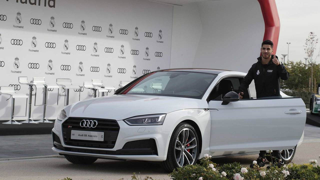 Picture of his Audi S5   car