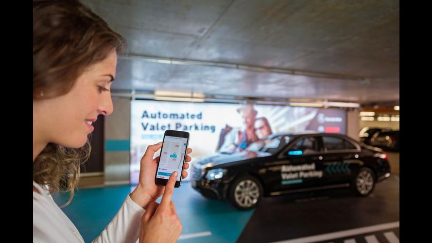 Mercedes, prove di parcheggio automatico [VIDEO]