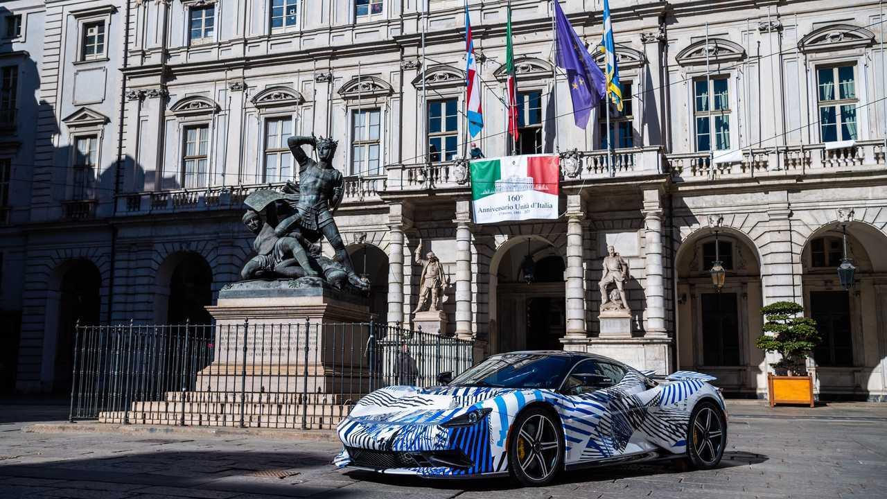 La Pininfarina Battista sulle strade di Torino