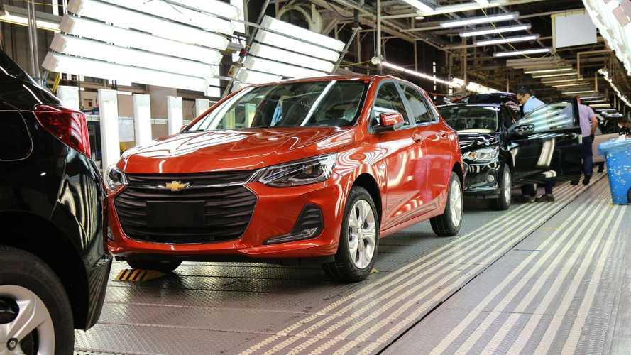 Chevrolet Onix e Honda Civic têm produção suspensa por falta de chips