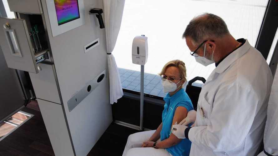 Il bus Setra trasformato a centro vaccini