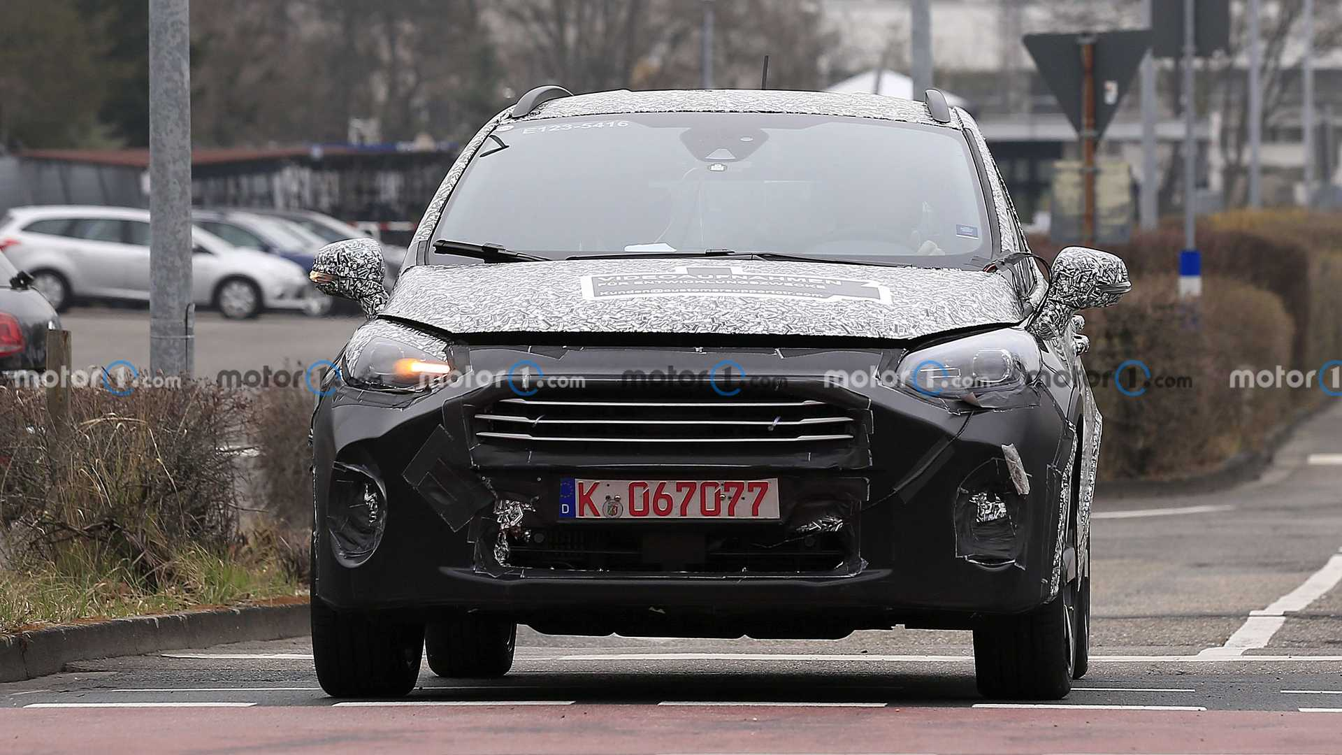 Ford Fiesta facelift first spy photo (front)