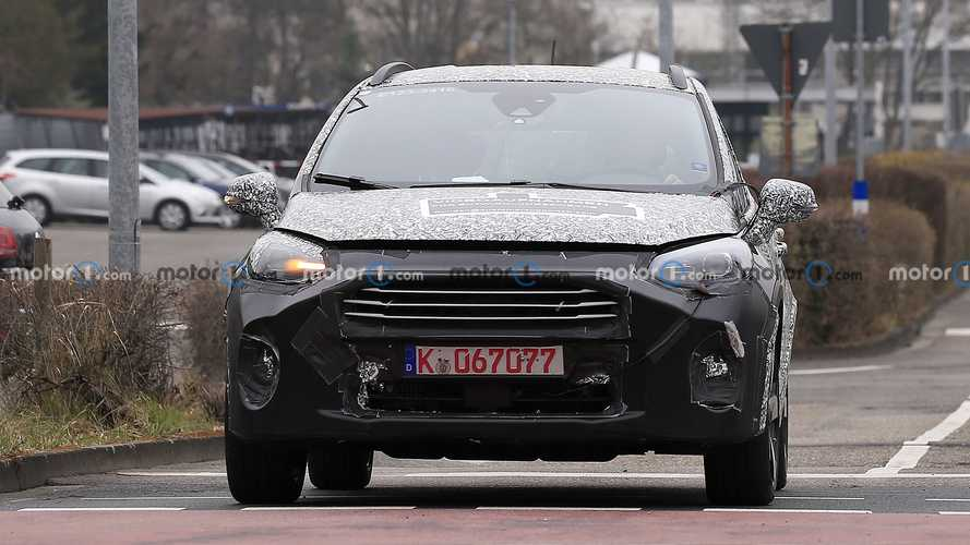 Ford Fiesta facelift first spy photos