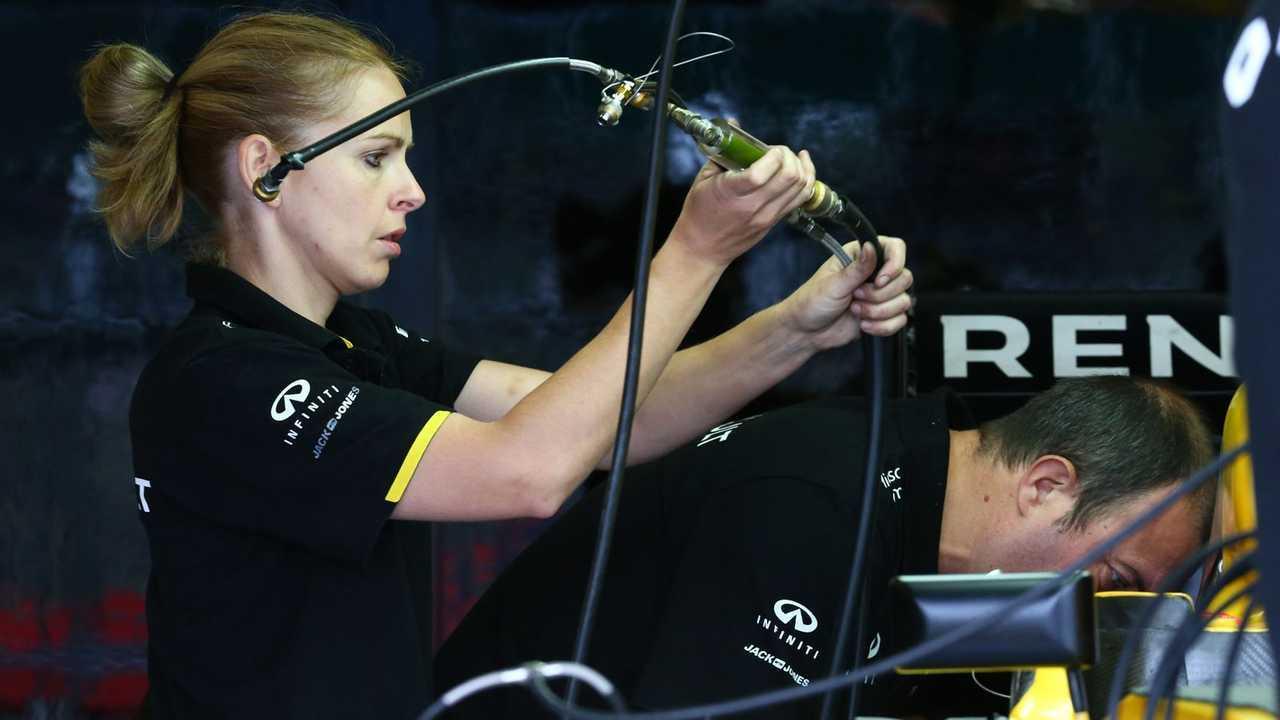 Пиппа Лодж – специалист по гидравлике в команде Формулы 1