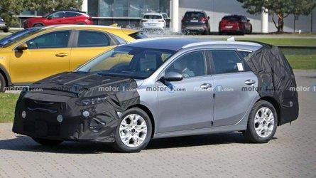 Kia Ceed Facelift (2022) als Schrägheck und SW erwischt