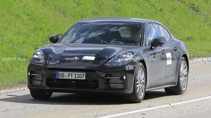 Porsche Panamera facelift spied