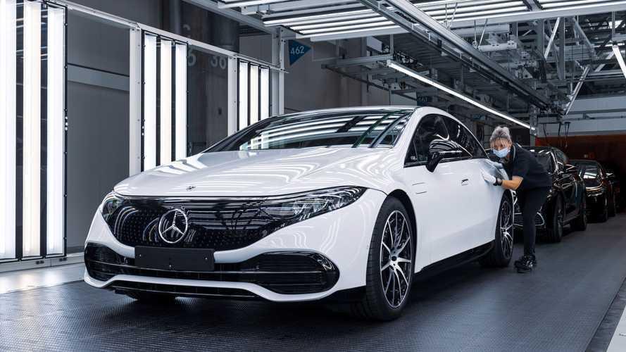 Mercedes запустил производство EQS, но отказался «убивать» ДВС