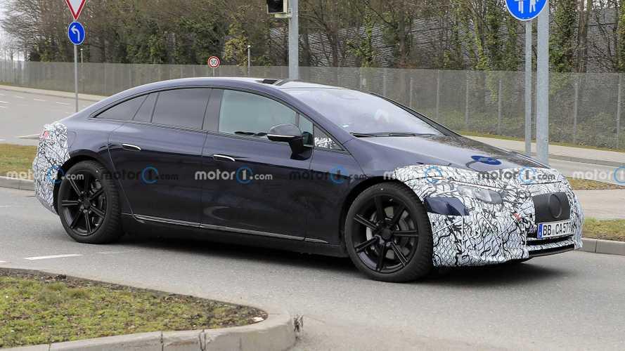 "2021 Mercedes-Benz EQS nihayet ""metal"" gösterdi!"