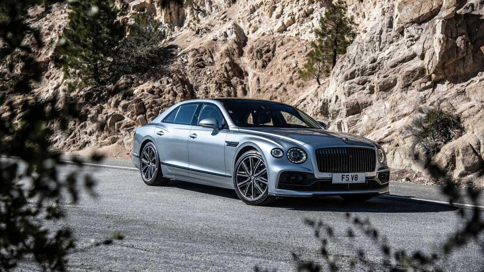 2021 Bentley Flying Spur V8 front quarter
