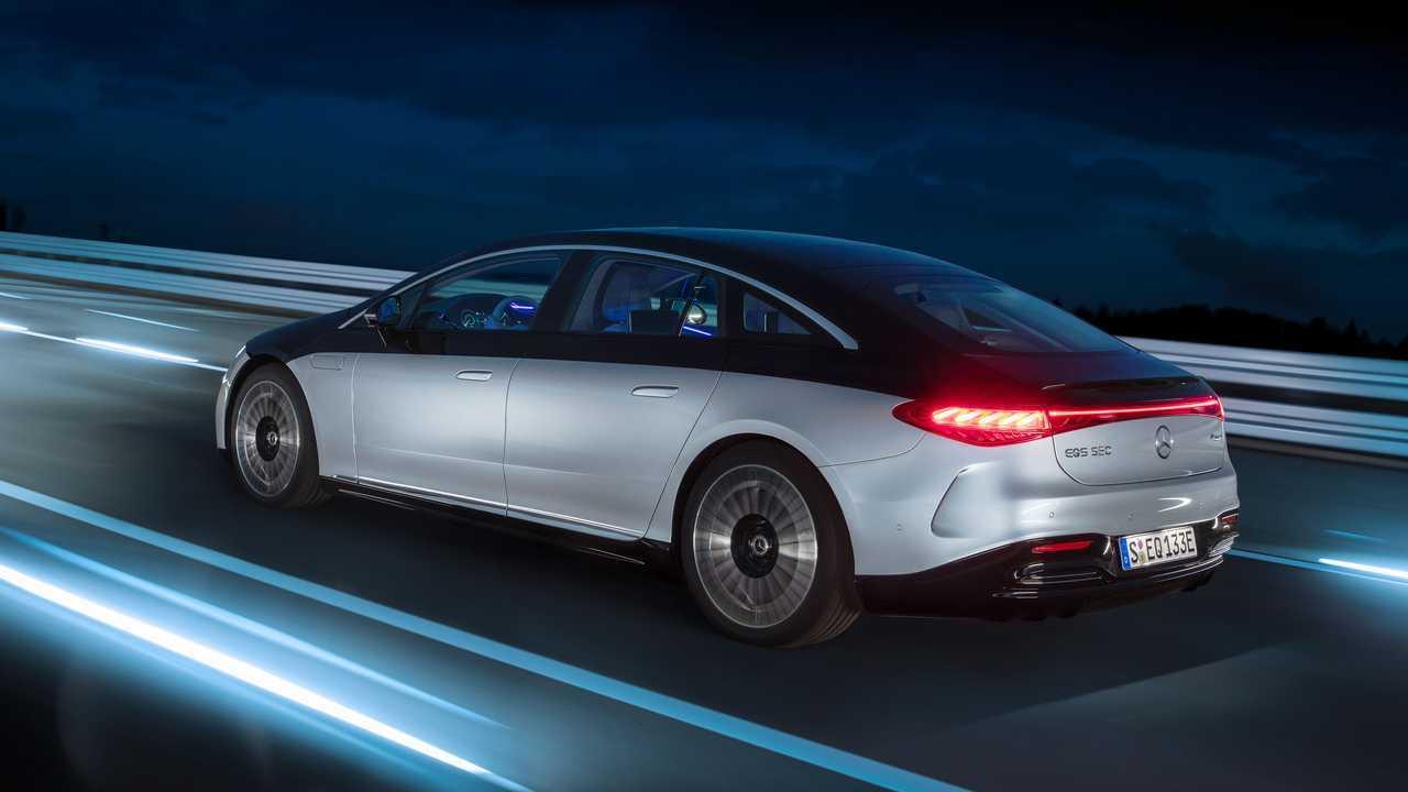 2022 Mercedes-Benz EQS 580 Edition One Exterior Rear Quarter