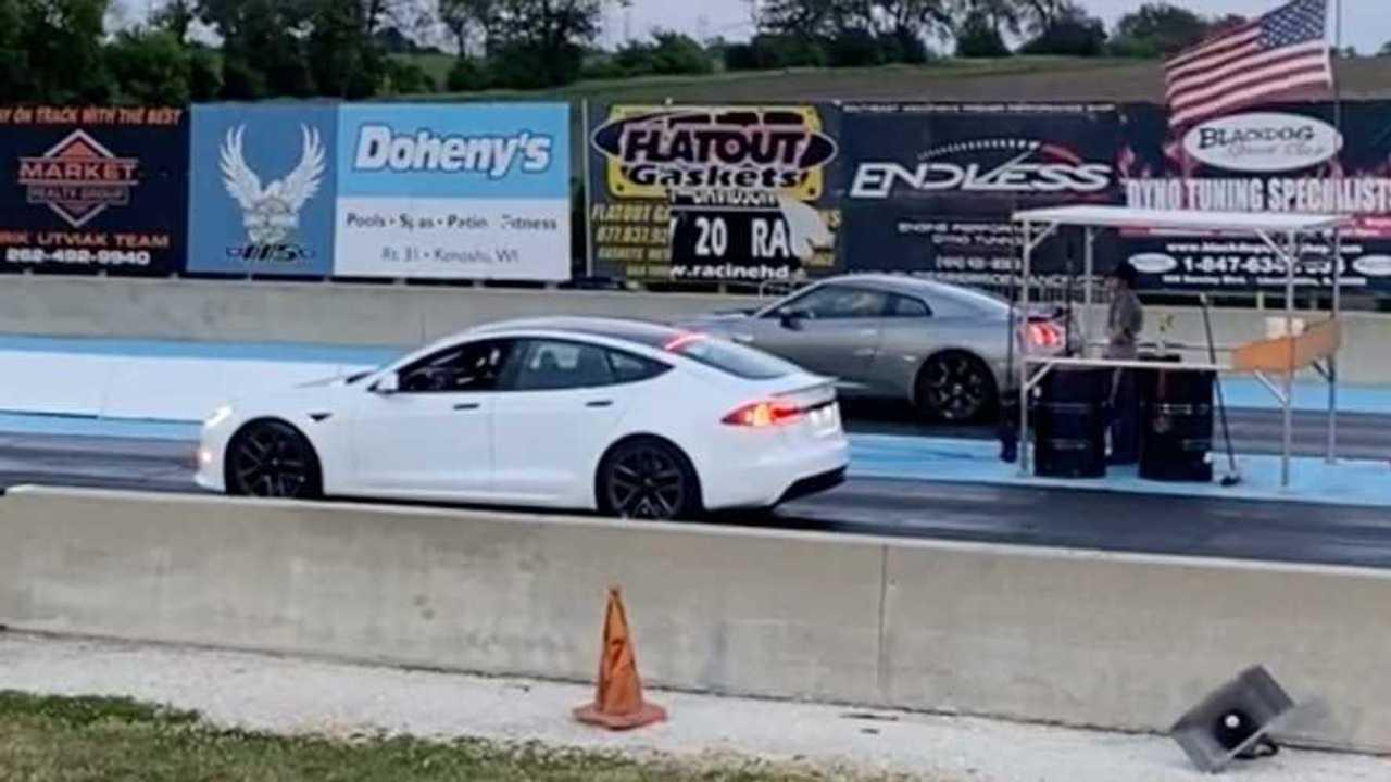 Plaid Model S vs Nissan GT-R 1/4 Mile Drag Race! (source: ICSI)