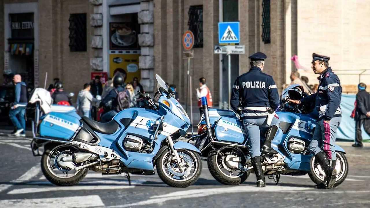 Beamte der italienischen Polizia im Einsatz