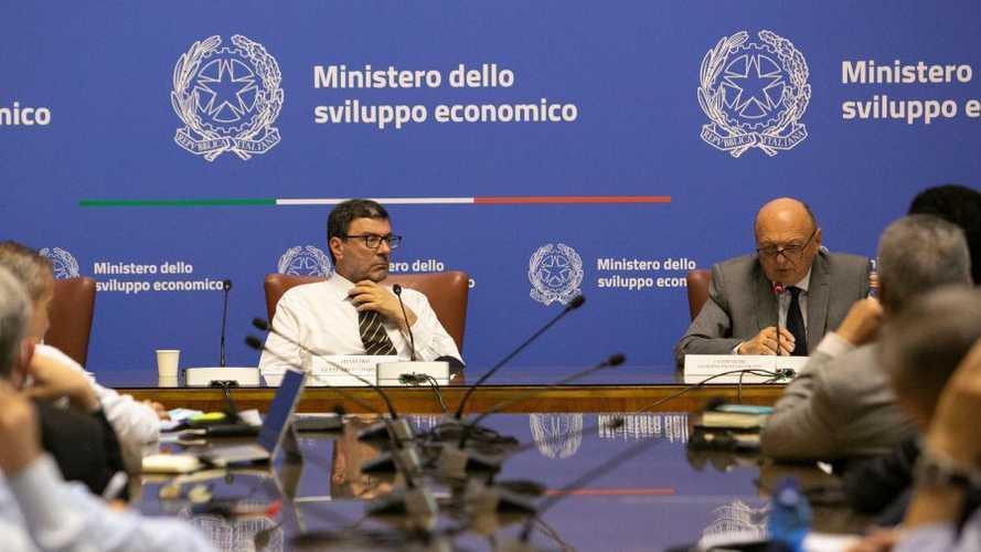La politica dietro l'addio dell'Italia a benzina e diesel al 2040