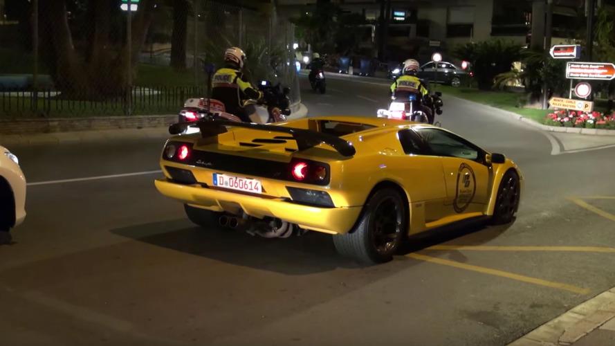 VIDÉO - À Monaco, les supercars s'expriment sous bonne escorte