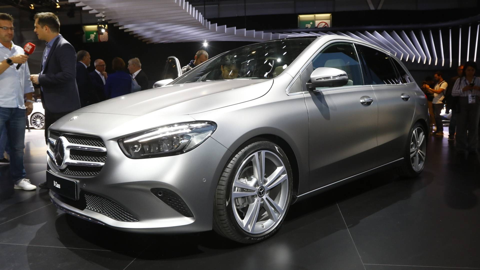 MercedesBenz BClass Brings SemiAutonomous Tech To Paris - Mercedes car show
