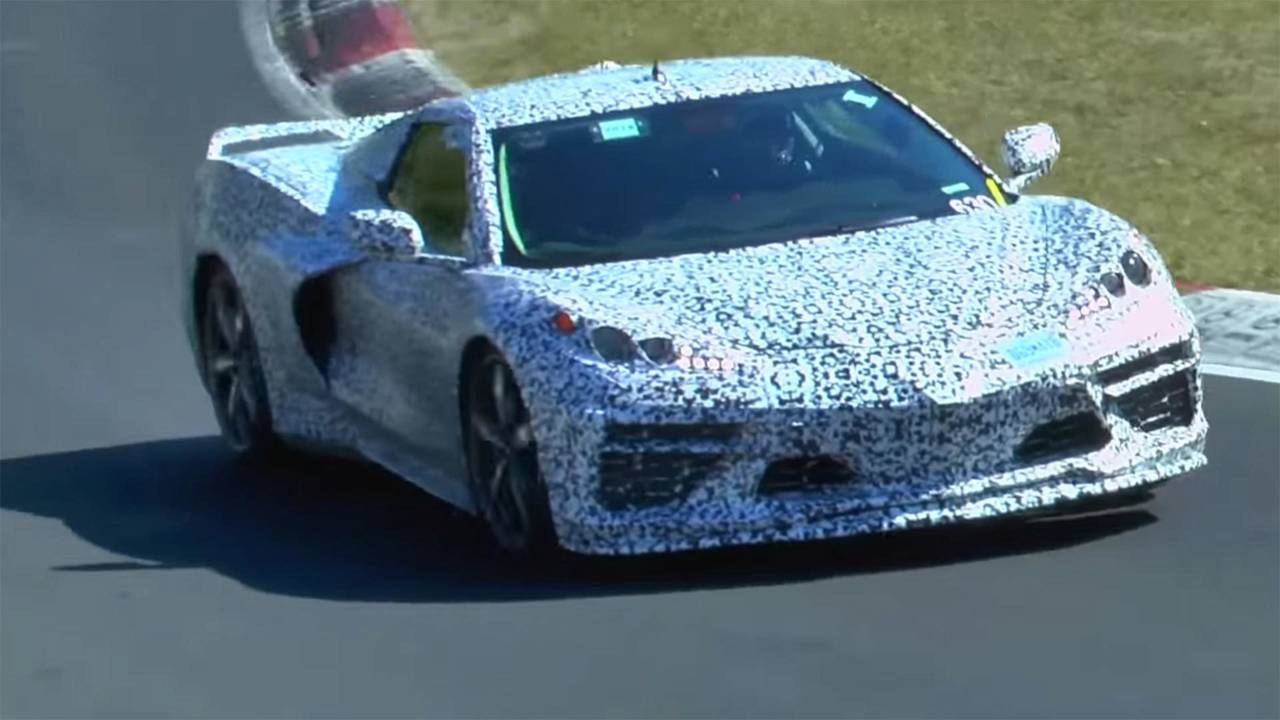 Ortadan motorlu Chevrolet Corvette casus görüntüler