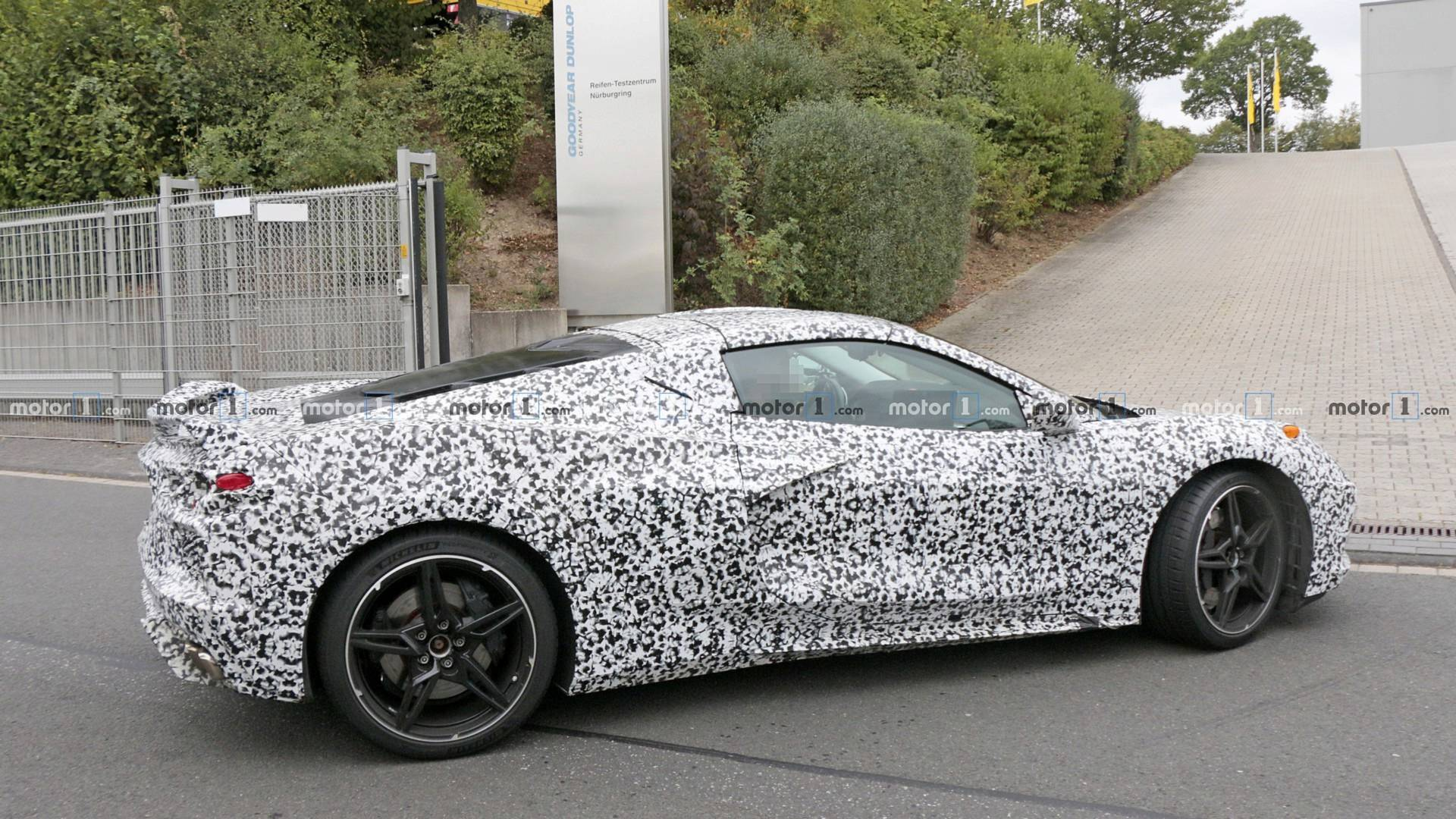 2019 - [Chevrolet] Corvette C8 Stingray - Page 2 Mid-engined-chevy-corvette-spy-photo
