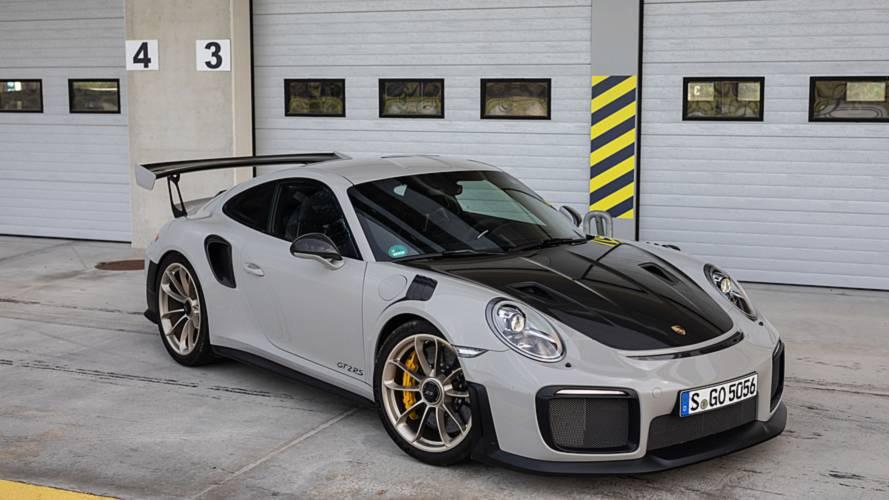 Porsche riprende la produzione della GT2 RS (per colpa del fuoco)