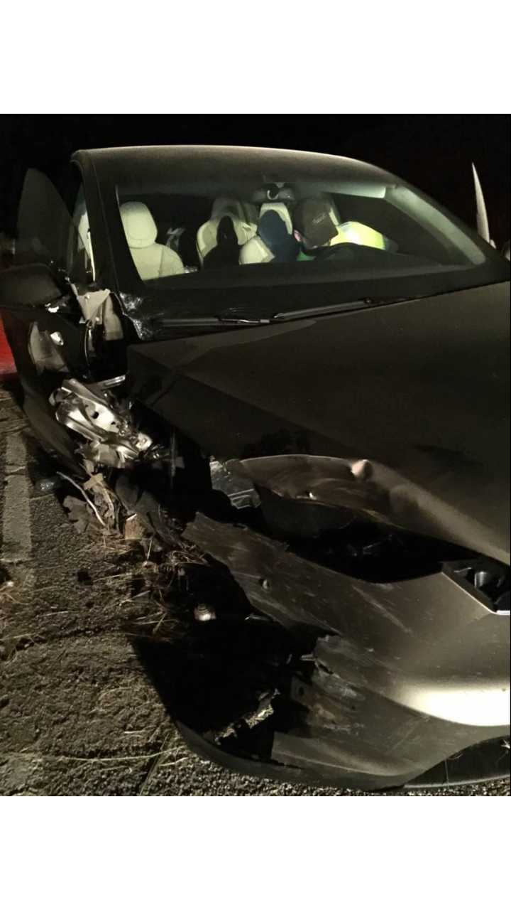 Tesla Model X Veers Crashes Through Guardrail - Autopilot Blamed (Update/Tesla Statement)