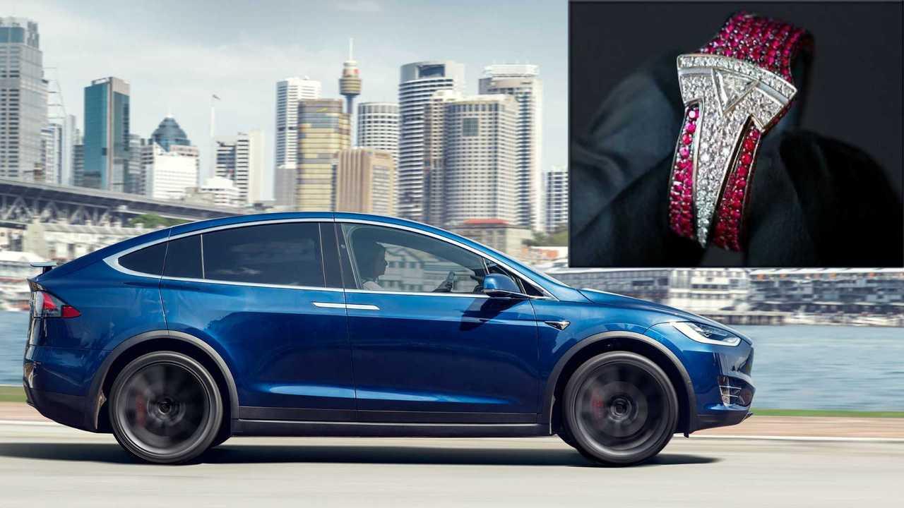 Elon Musk rifiuta un anello da 37.000 dollari