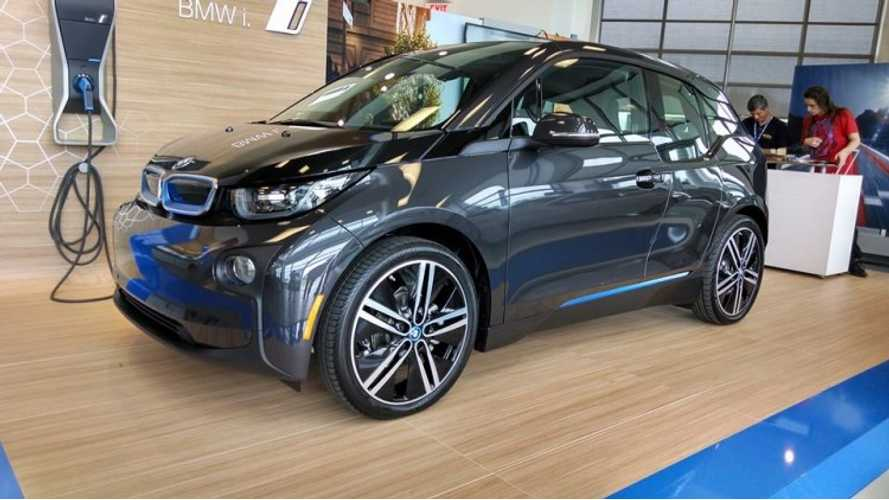 BMW i3 Regenerative Brakes Stopping Distance Test - Video
