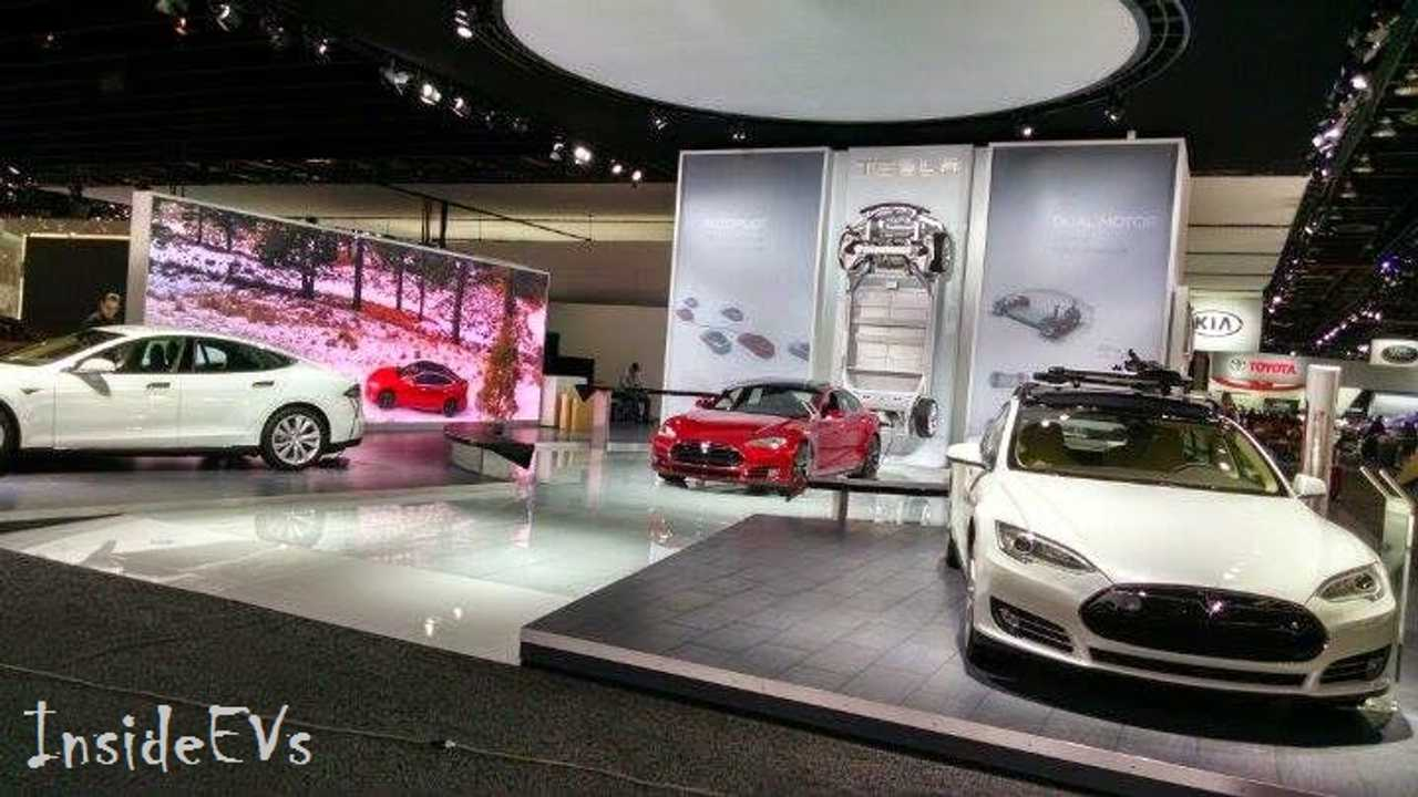 Tesla Motors Booth In Detroit - P85D and 85D In Attendance