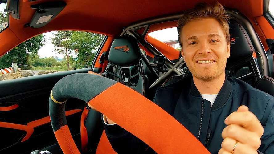 Nico Rosberg vezet a Porsche Taycan-t (E misszió)