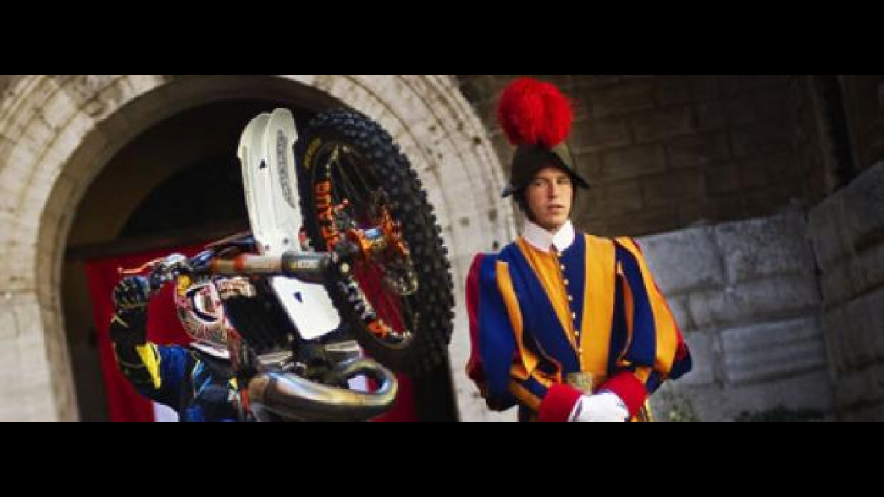 Red Bull X-Fighters 2010: a Roma test jump in Vespa!
