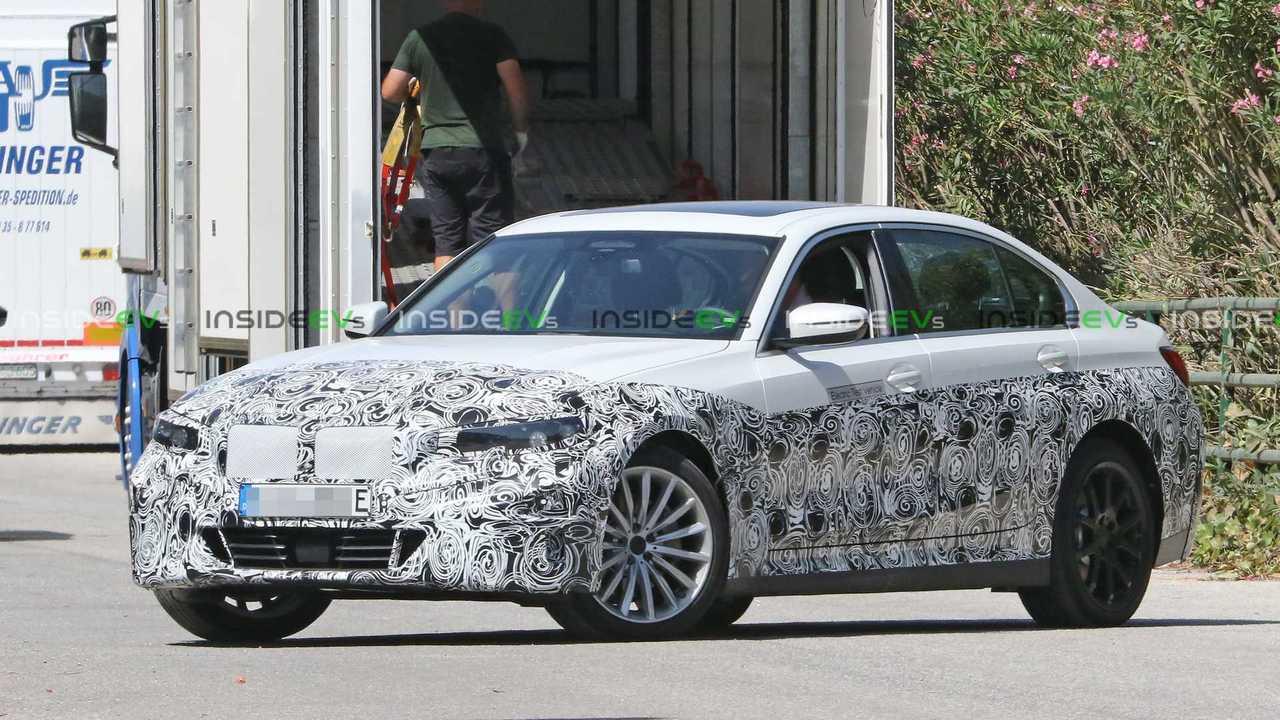 BMW Serie 3 EV anteriore vista tre quarti
