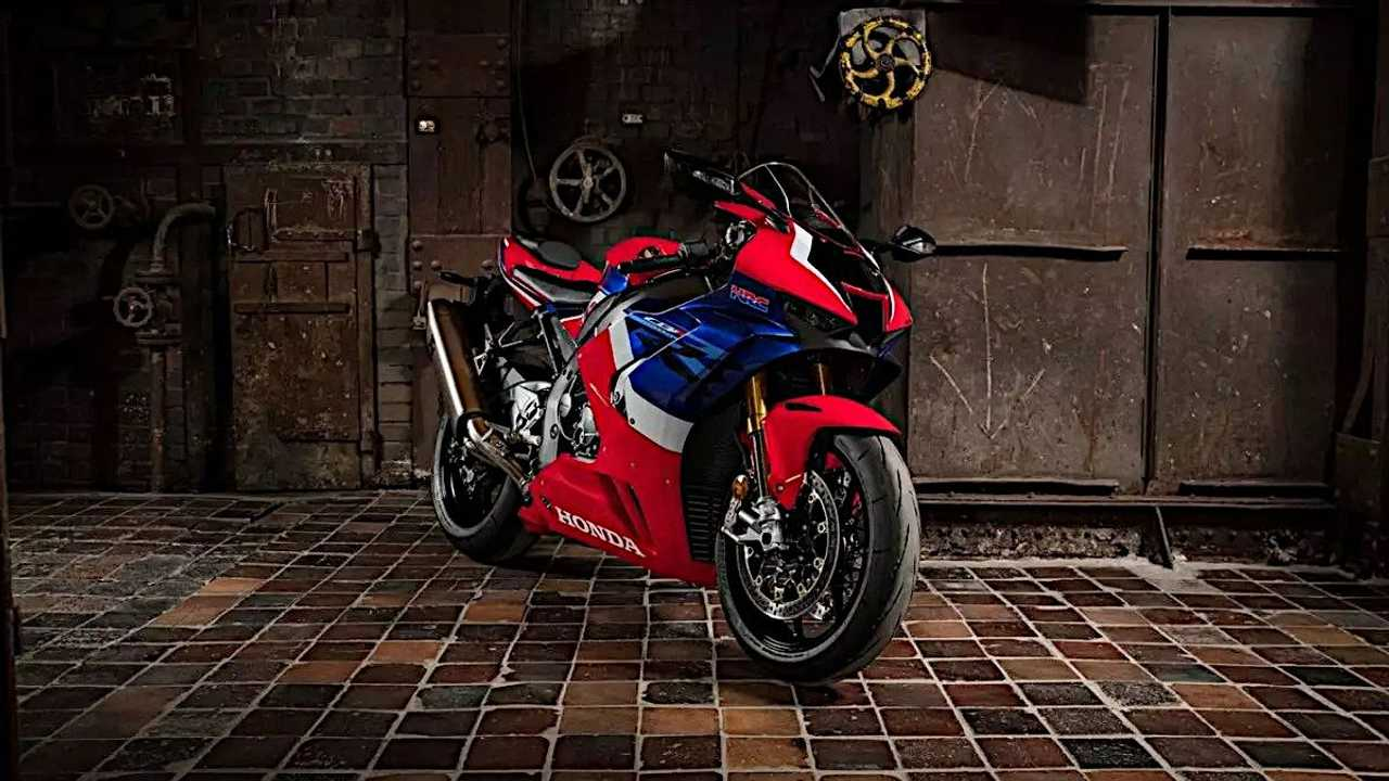 Honda CBR1000RR-R Fireblade SP alternate angle