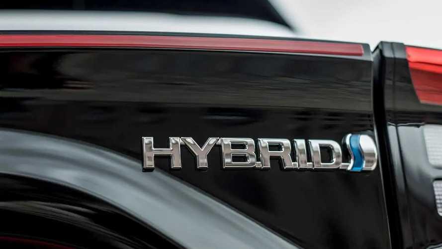 Più viaggi in elettrico, meno paghi di assicurazione. Ecco Toyota WeHybrid