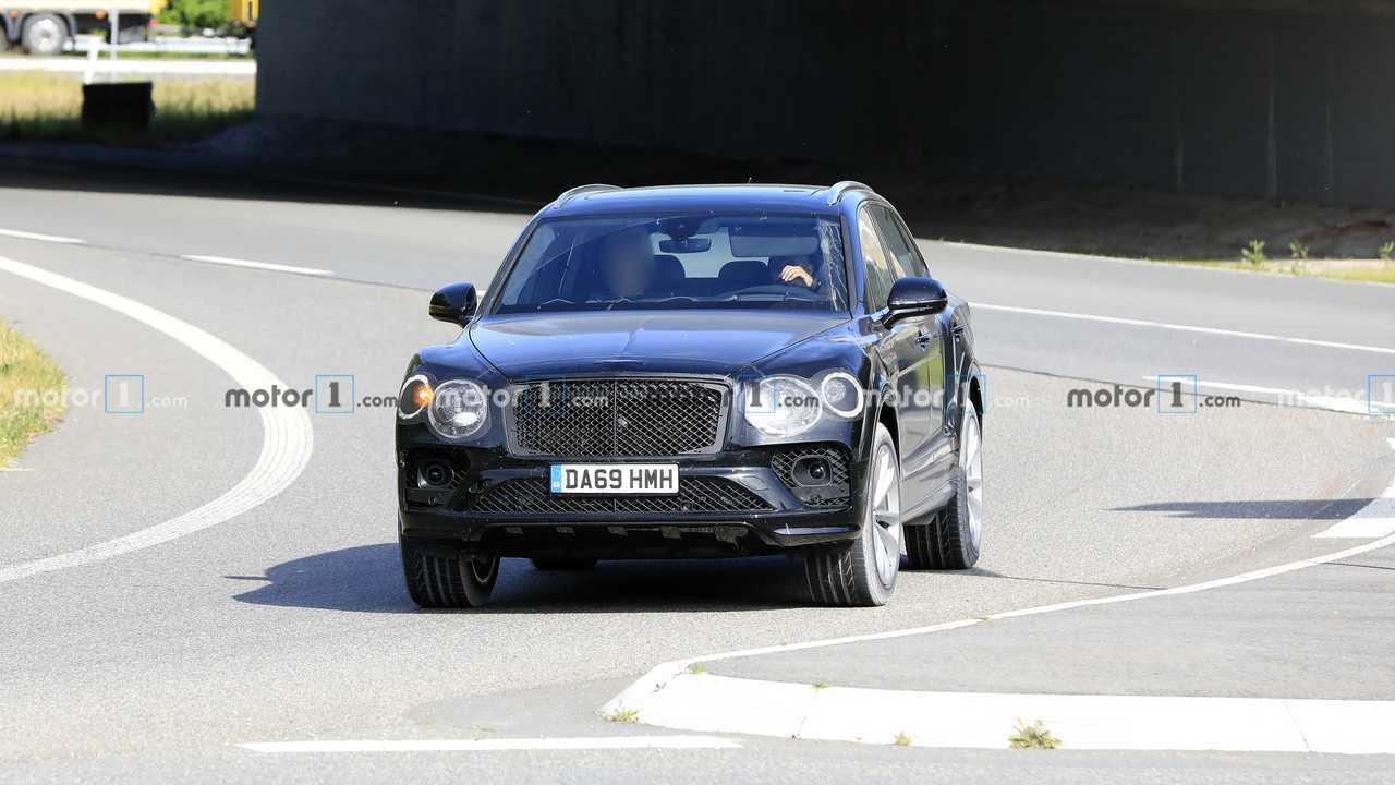 Bentley Bentayga új kém fotó