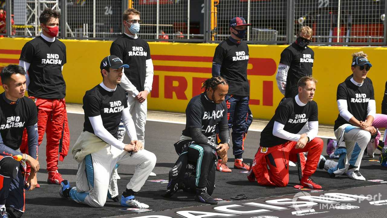 F1 drivers taking a knee at the British GP 2020