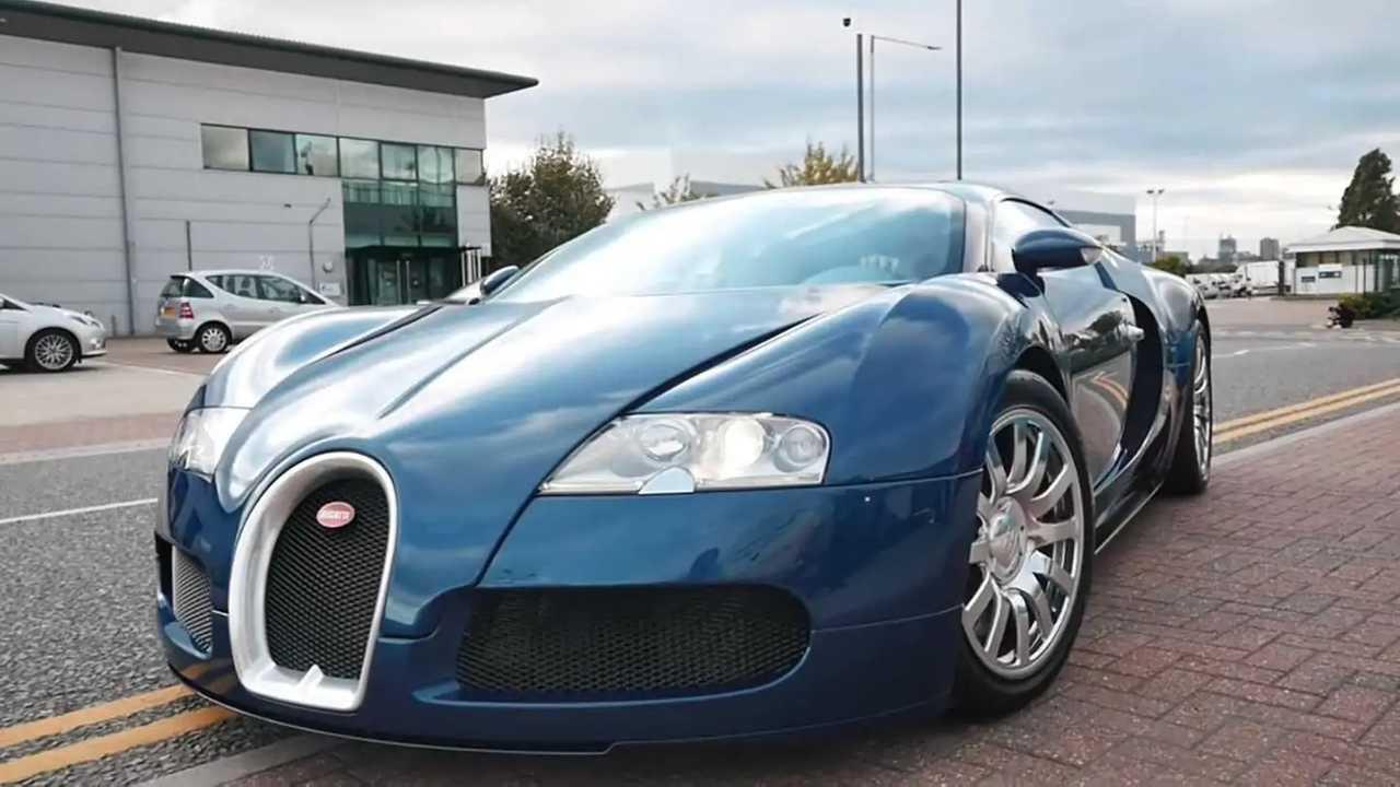 Bugatti Veyron Ferrari színben