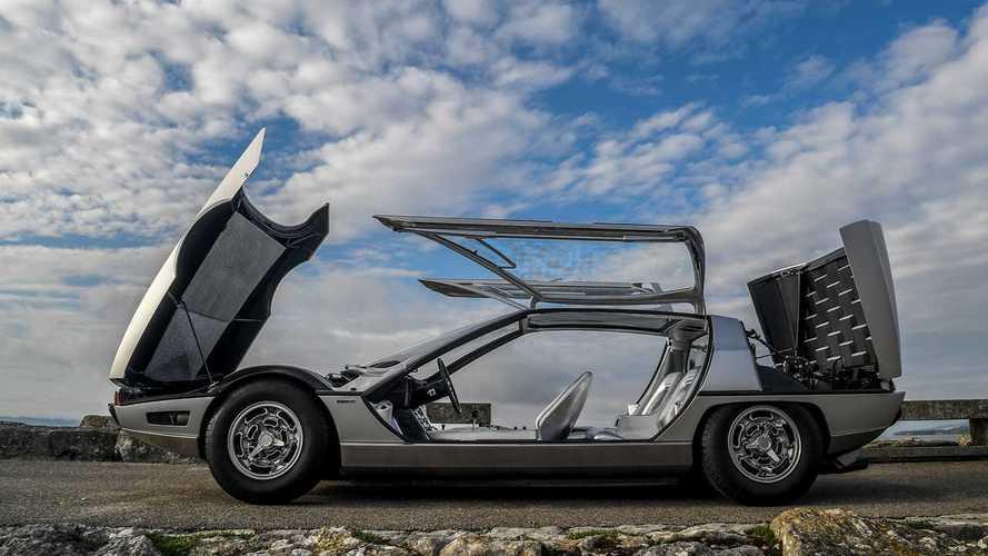 Lamborghini Marzal, le ali di gabbiano completamente in vetro