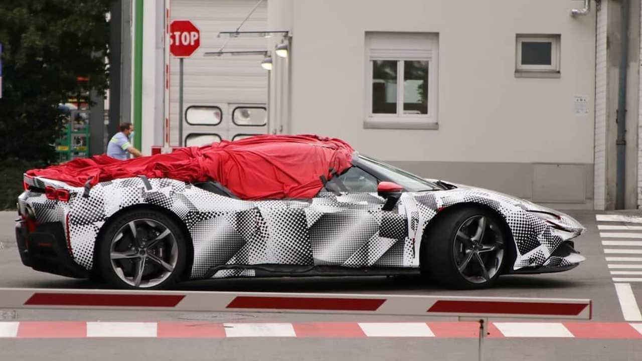 Ferrari SF90 Stradale Spider photo