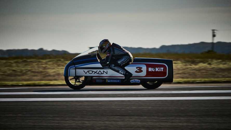 Moto elétrica de 425 cv quebra 11 recordes mundiais e alcança 408 km/h