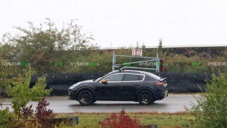 Porsche Macan elétrico é flagrado em testes pela 1ª vez; veja fotos